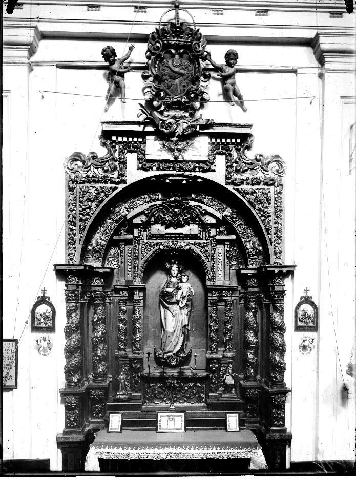 Retablo de la Virgen del Rosario - Autor de la Obra S., Julián, Escuela - Autor foto: Mariano Moreno 1916. Archivo Moreno. Fuente IPCE